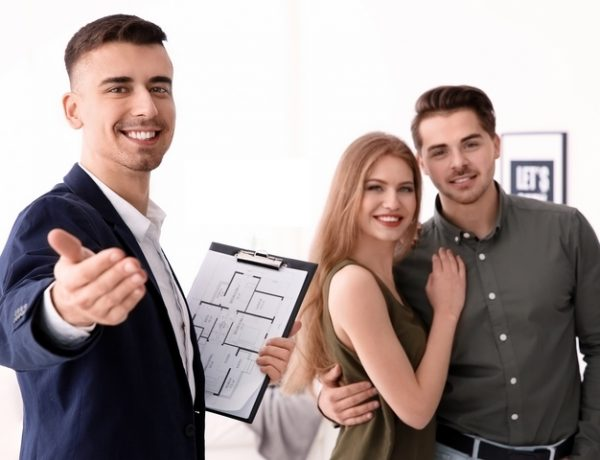 8 Steps to Becoming a Real Estate Agent